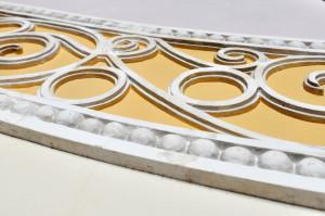 漆喰を使った装飾。職人技が光る。