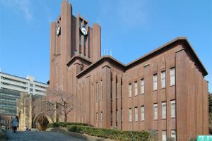 東京大学安田講堂。内田の代表作のひとつ。垂直性が強調されている。