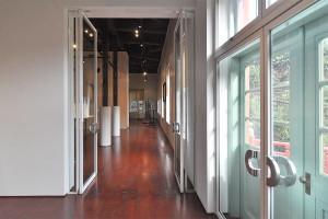 内部は博物館に改装されています。